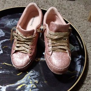 Size 8 pink glitter shoes with gold laces